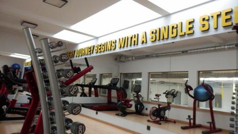 Do wynajęcia doskonale wyposażona siłownia 180 m2 przy ulicy Ciepłej dzielnica Krzyki oferta bez prowizji dla biura