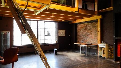 Do wynajęcia biuro 53 m2 w stylu starego loftu w okolicach placu Orląt Lwowskich dzielnica Stare Miasto