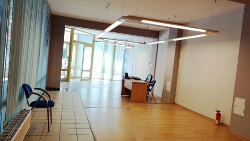 Do wynajęcia na parterze kompleks biurowy 162 m2 z olbrzymami witrynami i pełnym zapleczem socjalnym przy ulicy Cieplej dzielnica Krzyki